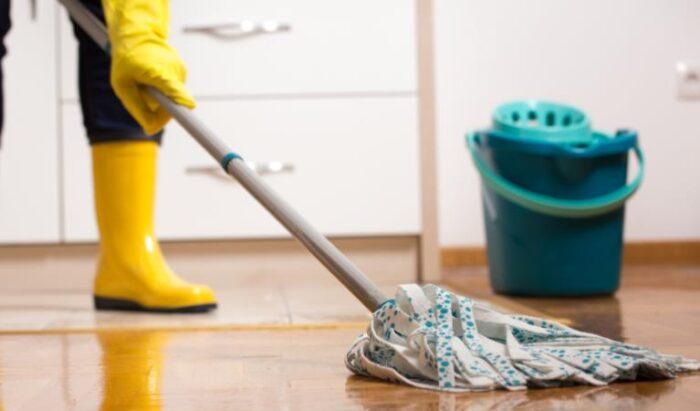 cleaning vinyl floors using steam cleaners
